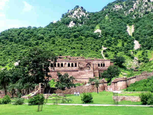 08-1368030211-bhangarh-fort-609