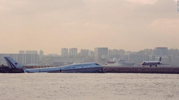 130610162821-hong-kong-kai-tak-airport-horizontal-large-gallery