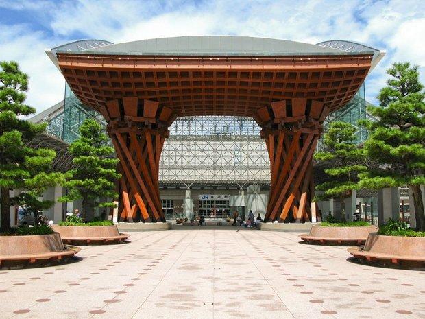 55b004d20121edec25707461_06-kanazawa-station-cr-alamy