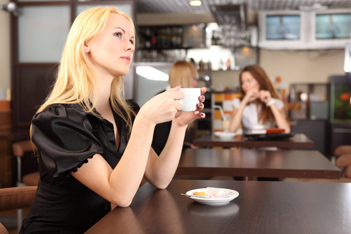 700-wait-expect-restaurant-date-alone-loneliness-lonely-woman-cafe-coffee-envy-jealousy-single