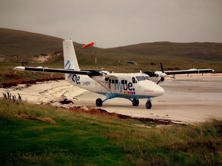 BARRA_AIRPORT_ISLE_OF_BARRA_WESTERN_ISLES_SCOTLAND_(5040163112)