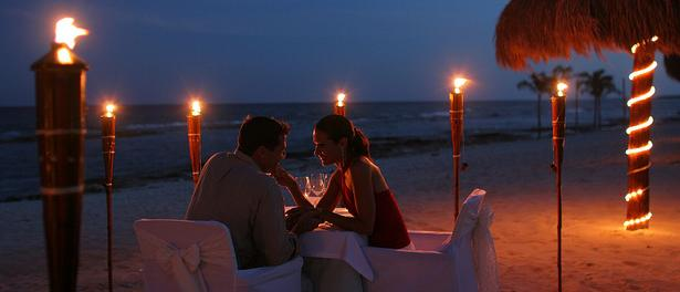 Best-Place-for-Romantic-Candle-Light-Dinner-in-Goa-Beach-North-South