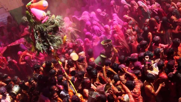 celebration-of-holi-in-vrindavan