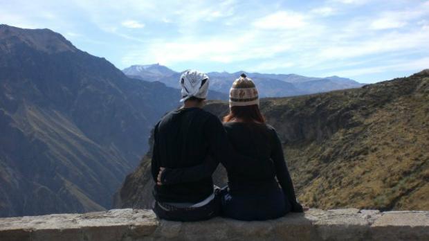 couple-on-mountain