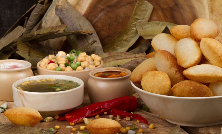 famous-dishes-of-delhi-gol-gappa