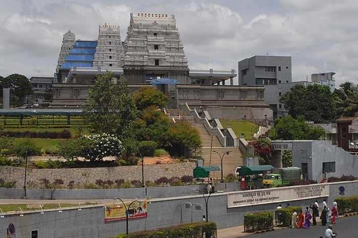 iskcon_temple_banglore_20120611