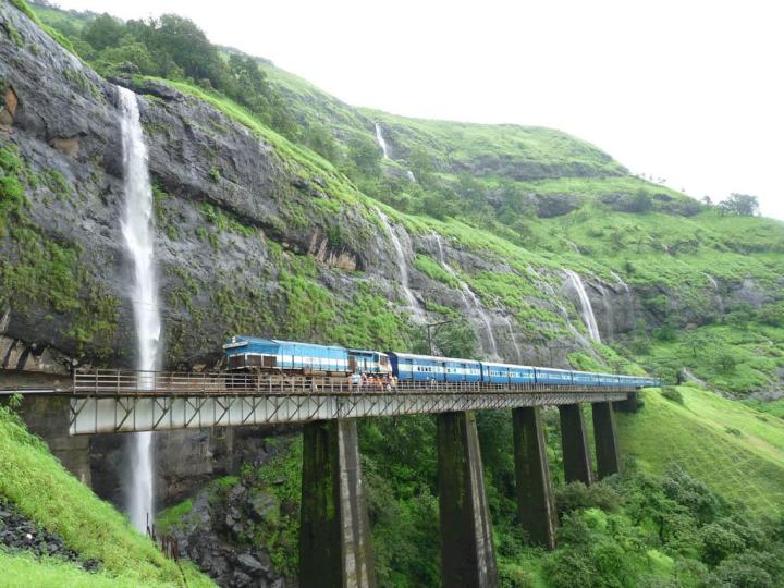 Konkan-Rail-Route-in-Monsoons