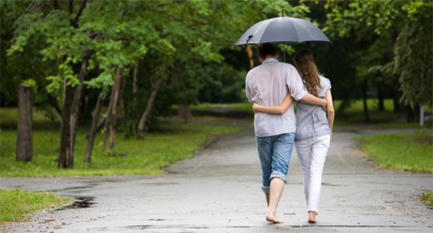 Loving-Couple-in-The-Rain-Wallpapers