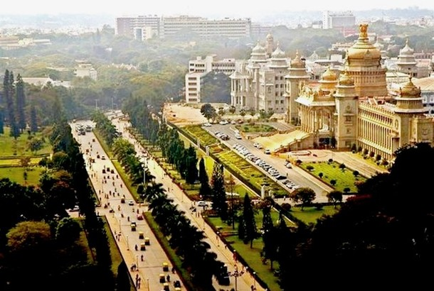 "Traffic moves along a road in the southern Indian city of Bangalore December 14, 2005. Bangalore, long known as India's Garden City and now a global technology hub, is set to change its name to Bengalooru, reverting to a centuries-old title that means ""the town of boiled beans""."